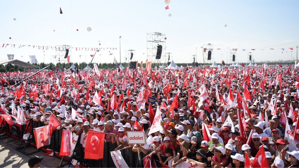 Opposition party challenges Erdogan, holds big rally in Istanbul