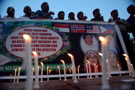 Pakistan honors ambassadors died in helicopter crash