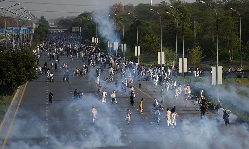 After Mumtaz Qadri Chehlum Continue siege of Red Zone Islamabad : Pakistan