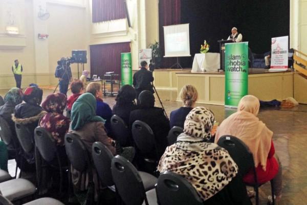Australia (Melbourne): Islamophobia Reality here