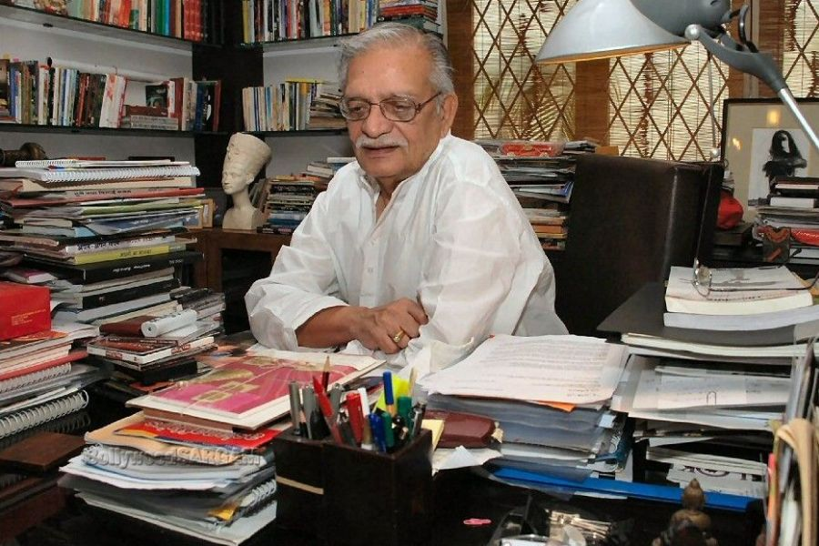 Prominent Indian poet Gulzar returns Award over growing religious intolerance