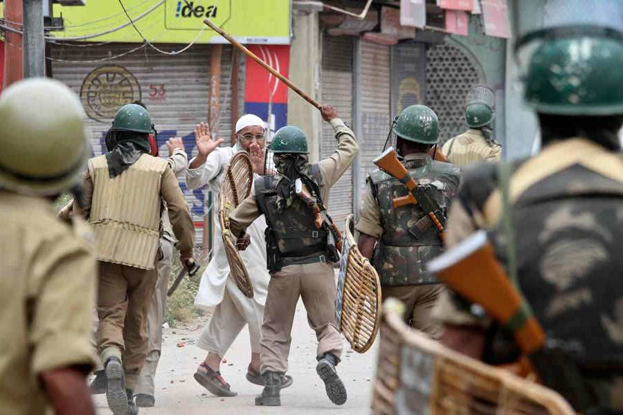 Curfew, house arrests in Indian-occupied Kashmir as Ramadan starts
