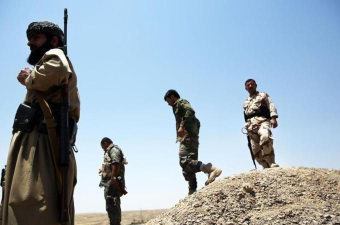 IS fighters target Iraqi and Kurdish troops