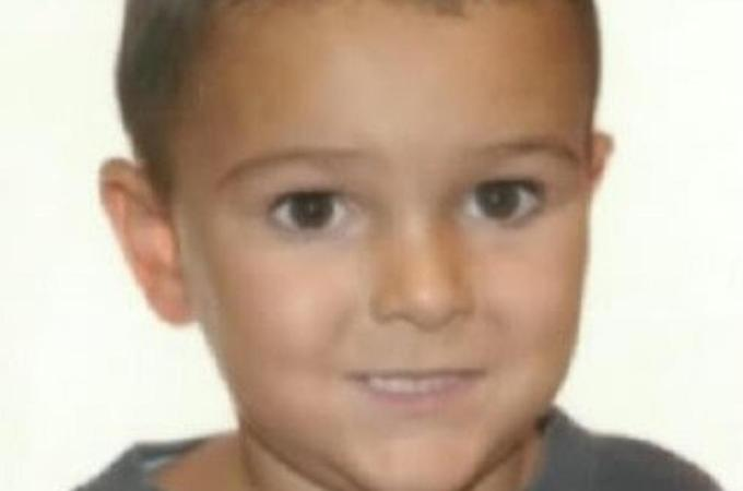 UK hunt for child 'kidnapped' from hospital