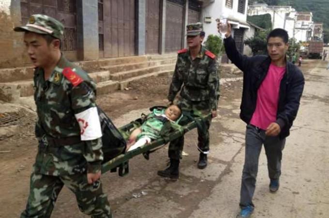 Earthquake kills hundreds in southwest China