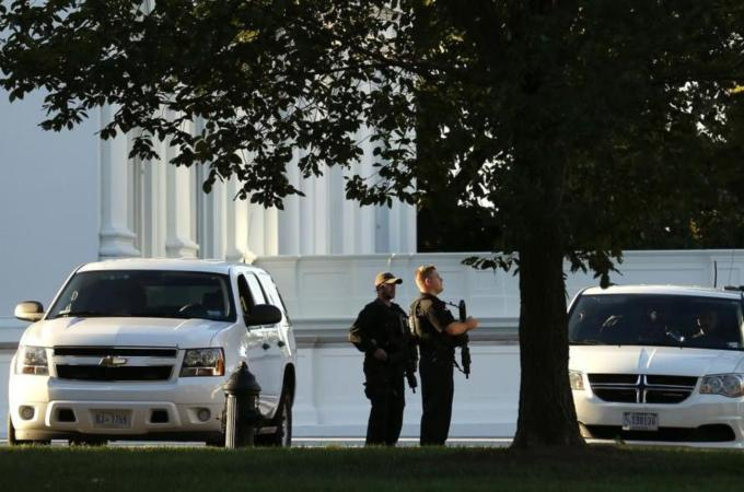 White House intruder 'had 800 bullets in car'