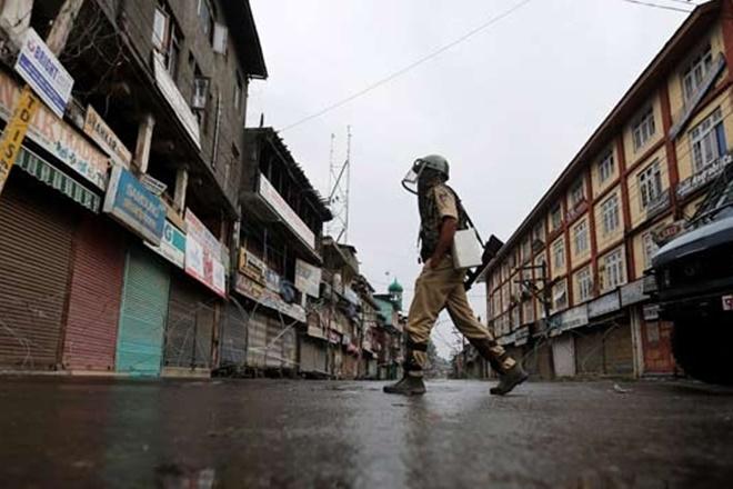 Indian forces remove Pakistan flags as Kashmiris observe Black Day
