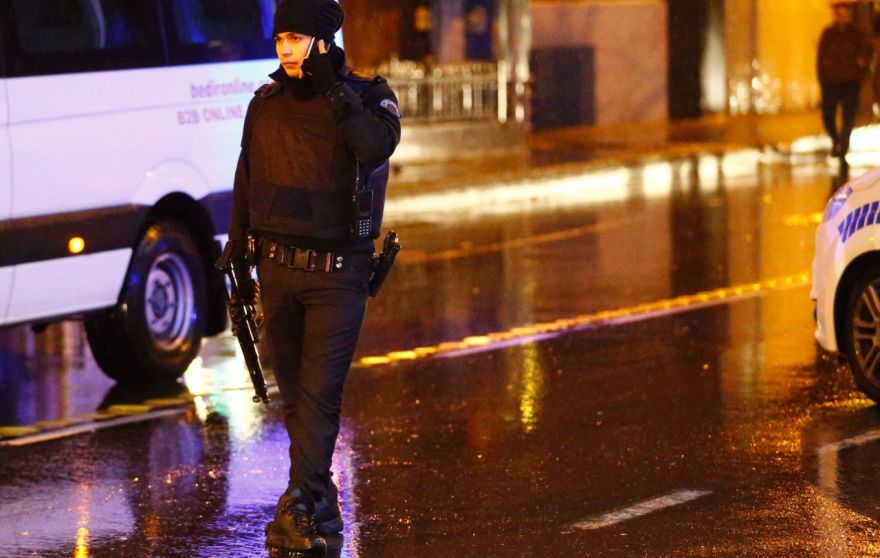 Manhunt in Turkey after New Year nightclub shooting