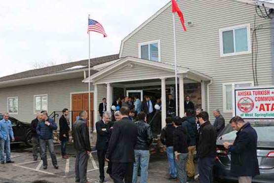 Masked men attack Turkish Muslim community mosque in US