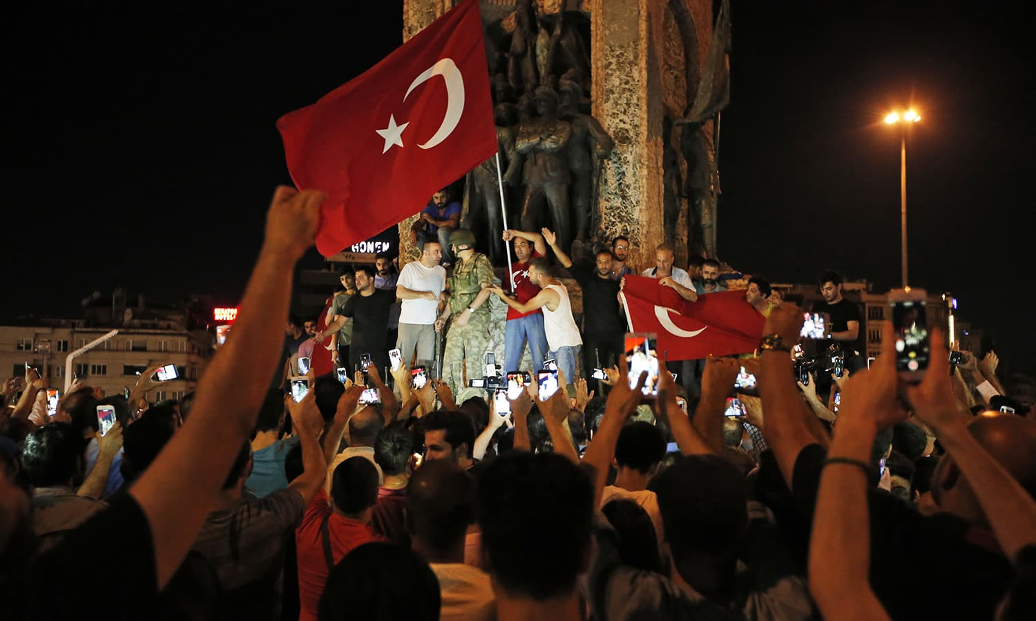 194 killed as Turkish military coup attempt to take over fails, Erdogan returns: Turky