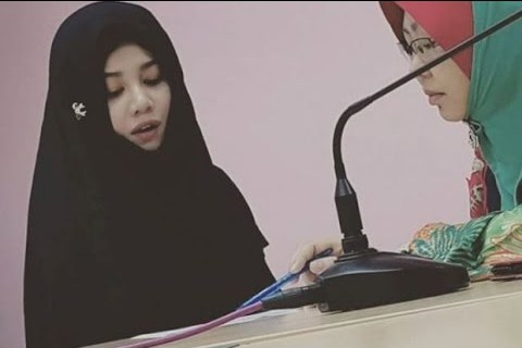 Female pop singer converts to Islam