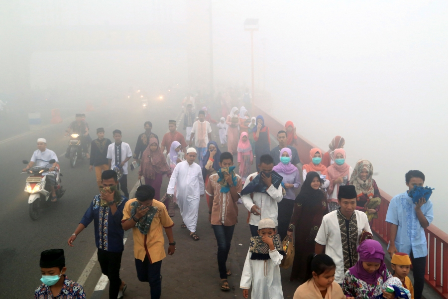 Malaysian Muslims seek divine intervention to end haze crisis