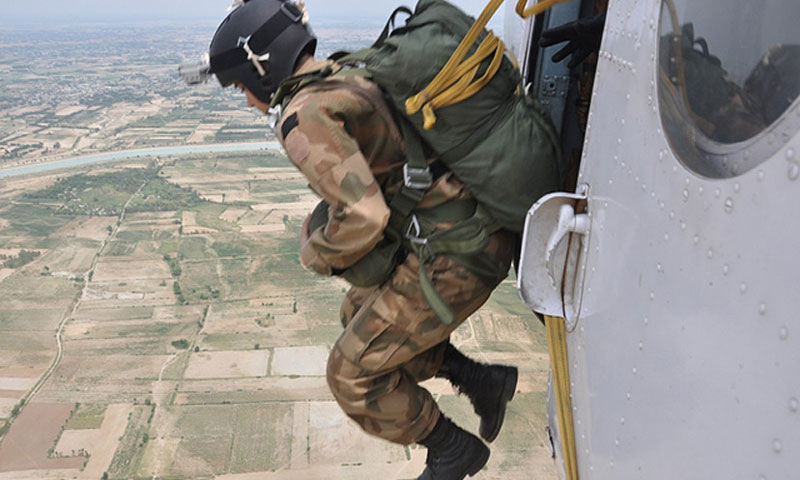First Pakistani women paratroopers make history
