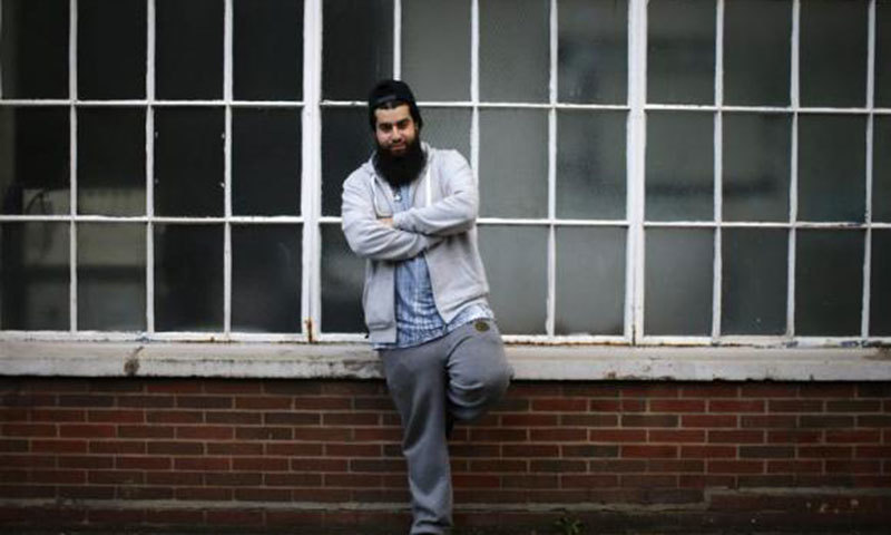 For many young British Muslims, tug of peace is stronger than pull of war