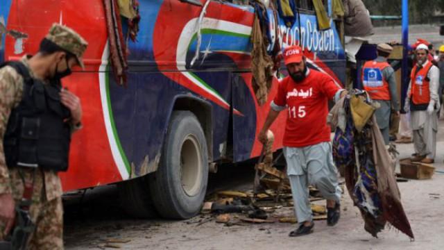 Bus bomb blast kills 15 in Peshawar : Pakistan