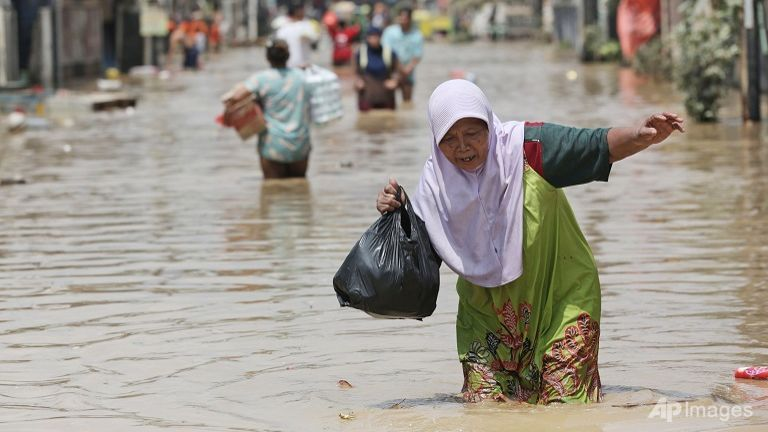 Death toll from Indonesia floods, landslides rises to 43