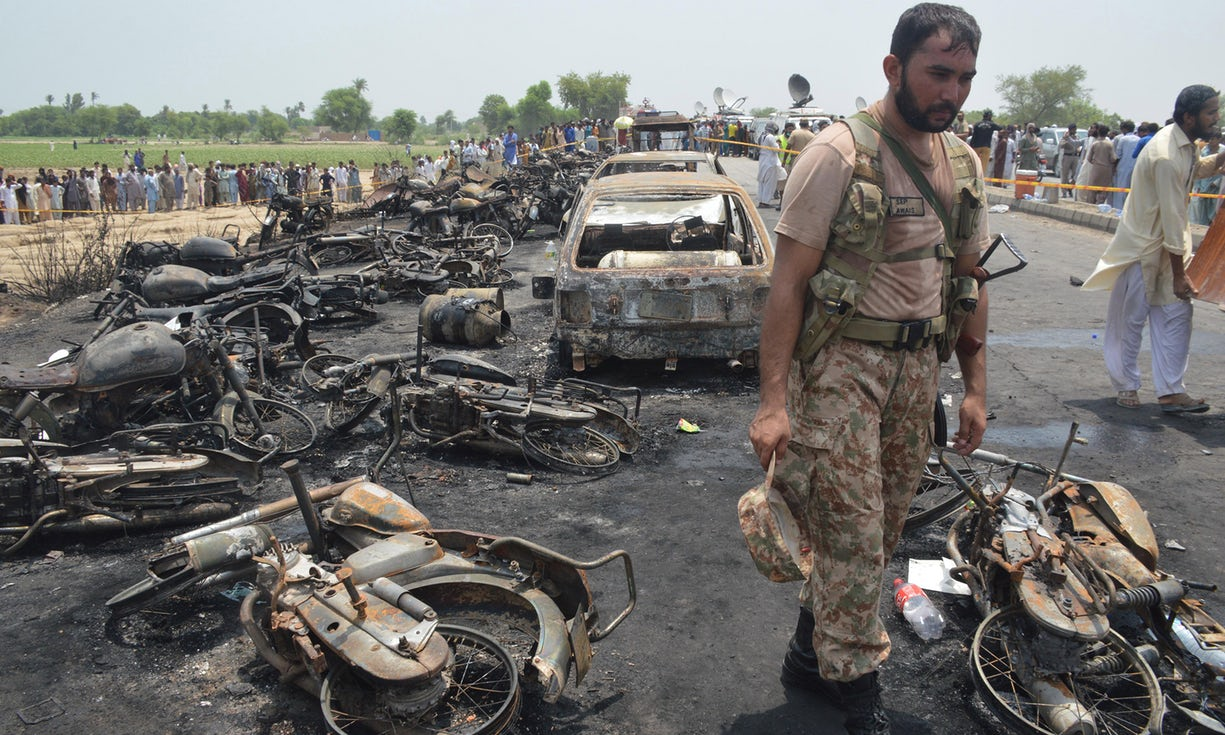 casualties-reached-to-dozens-in-pakistan-by-overturned-oil-tanker-explodes-killing-more-than-150
