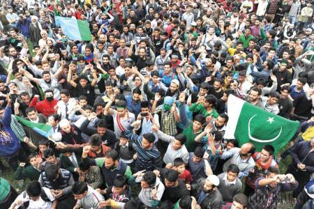 Separatists raise Pakistani flags at rally in Indian-occupied Kashmir