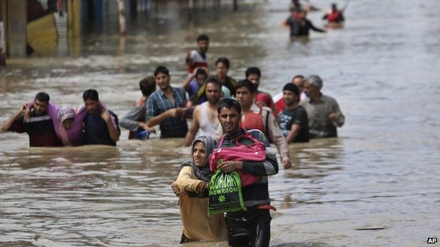 Pakistan and Kashmir floods kill hundreds