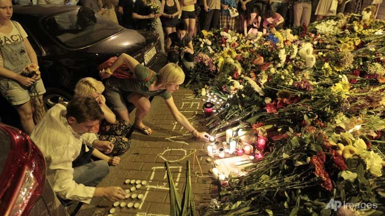 Australia Mourns Dead & Wants Inquiry into MH17 Disaster
