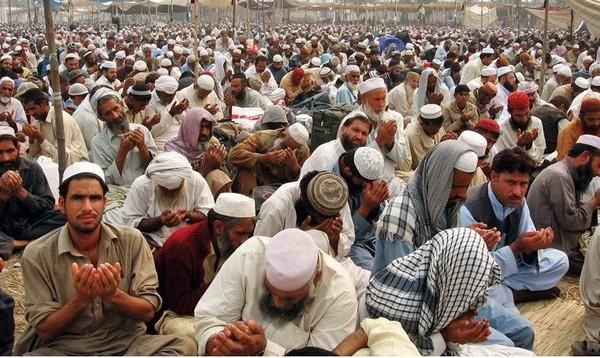 Tablighi ijtema in Pakistan (Raiwind) starts